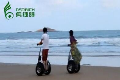 奥捷骑平衡车