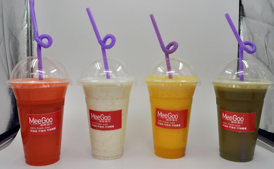 MeeGoo(美果)中国鲜榨果汁新锐品牌。拥有不加冰,不加水,不加蜂蜜的核心技术,在同行业中处于领先水平。企业宗旨:我们只有新鲜水果。企业标准:100%鲜榨果汁,面对面制作,新鲜的,才是健康的,不加冰,不加水,不加蜂蜜,无任何添加剂,天然原味,不分层,不分色。鲜榨果汁原本流行于欧美上层社会,是健康、时尚、养生的代名词。MeeGoo重金将技术引入国内,结合中国口味特点喜欢汁水,不喜粗纤维的特点,进行了相应的调整。常喝鲜榨果汁,有改善皮肤,调理新陈代谢,重拾活力,让身体恢复最佳状态的功效。现有产品分为