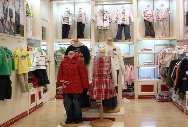 比如小熊呗呗五元童装加盟店.这家加盟店前期投入资金不多,只需图片