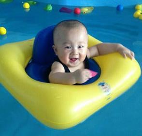 马博士婴儿游泳加盟图片