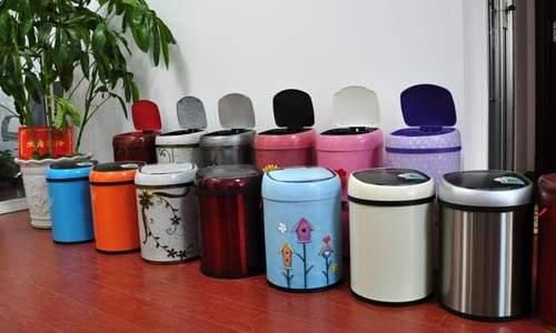 垃圾桶使用的时候是非常不方便的