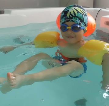 金宝贝婴幼儿游泳馆加盟