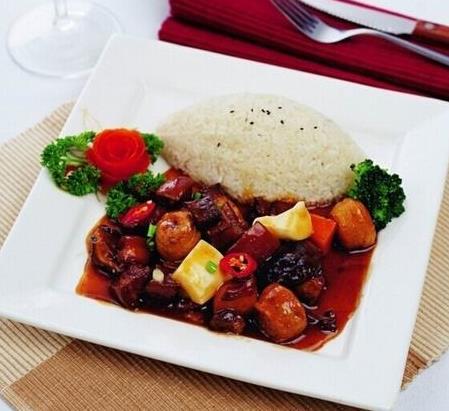 港式卤肉饭