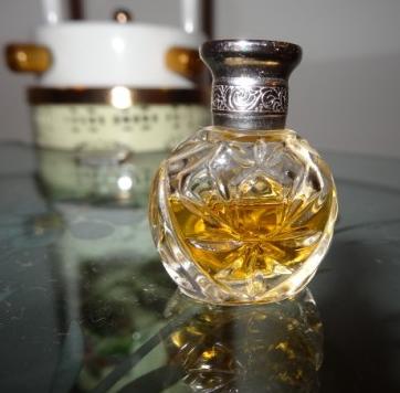圣罗兰香水加盟图片