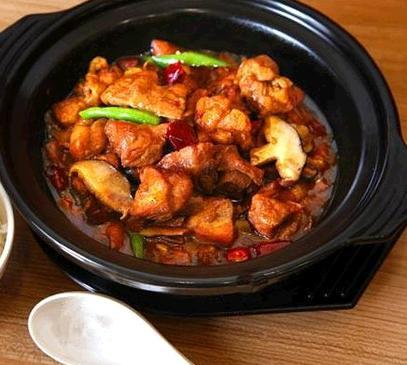 滕宇记黄焖鸡米饭诚邀加盟