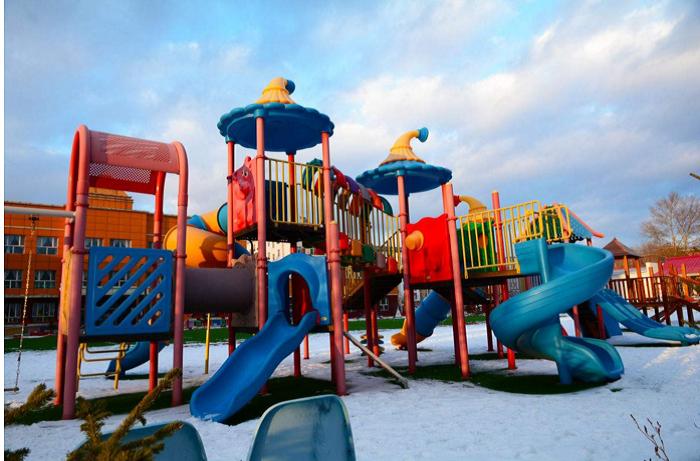 主营产品有:新型室内儿童游乐场,淘气堡,儿童乐园,组合滑梯,充气弹跳