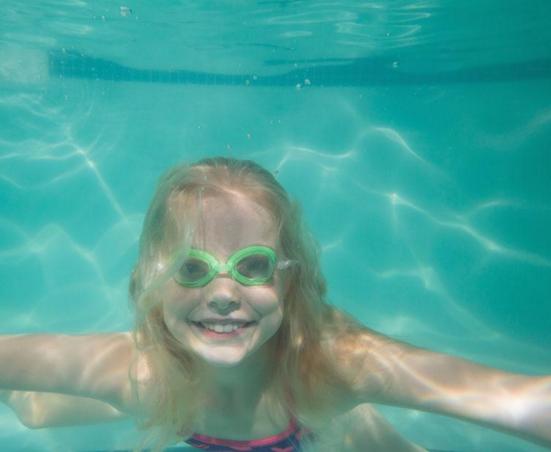 嘟可爱婴儿游泳馆加盟图片