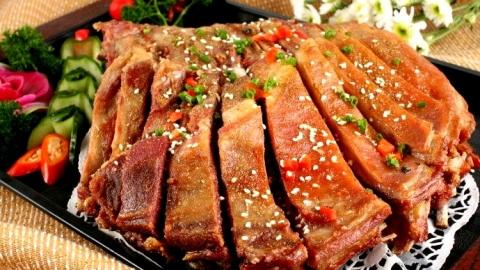 新疆特色美食——烤羊排