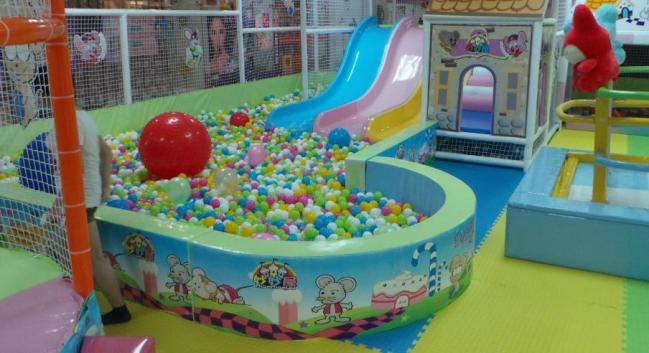 小能人儿童乐园加盟
