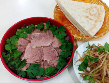 麦饼香牛肉汤