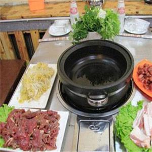 小猪猪石锅烤肉加盟