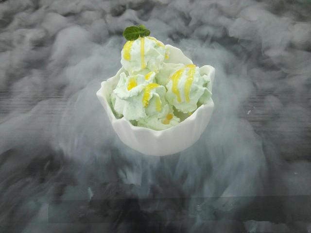 液氮冰淇淋外观新颖
