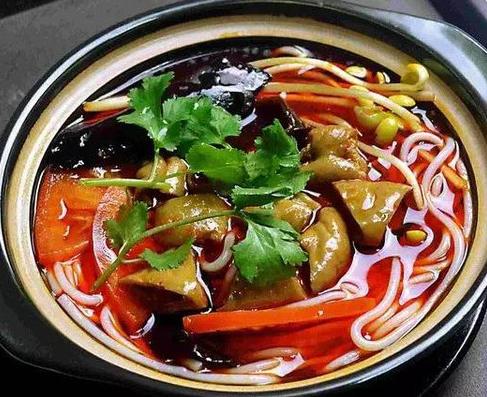 品隆鲜砂锅米线加盟