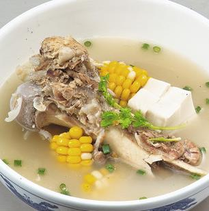 响螺片椰肉猪骨汤