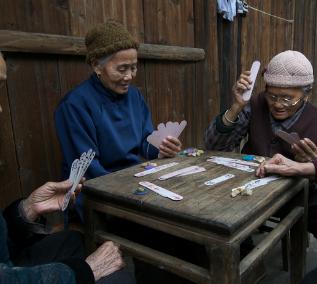 广州千信牌具加盟图片