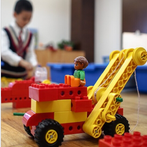 东方娃娃机器人教育加盟图片