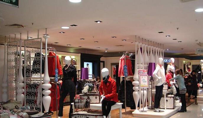 千慧梓女裝是一家專注女裝褲子、連衣裙的開發生產和批發銷售的女裝品牌,我們始終堅持精工標準和精工精神,為廣大客戶提供實惠女裝好品服飾為宗旨、品質首一,千慧梓女裝重視客戶體驗,超越客戶預期的產品和服務,是我們孜孜不倦的追求。   千慧梓女裝采用專柜品質的布料和工藝要求,參考淘寶爆款和明星著裝潮流與國外品牌款式潮流,來進行產品開發生產和銷售中高檔好品女裝打底褲、休閑褲、連衣裙、打底衫衫等產品,打造一個爆款基地!