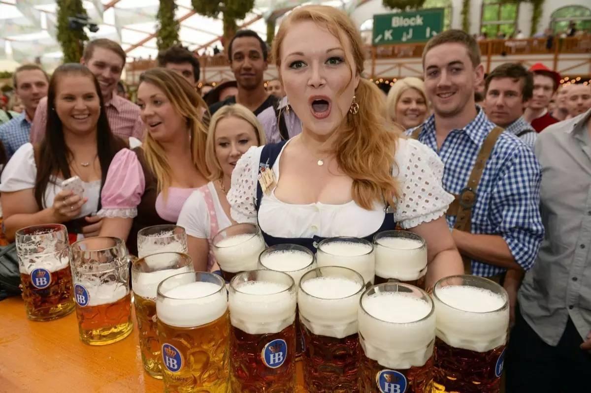 德国每年会隆重举办啤酒节