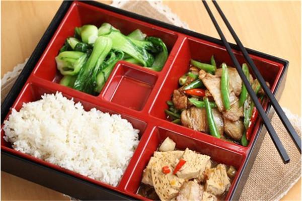 客必乐中式快餐菜品搭配齐全