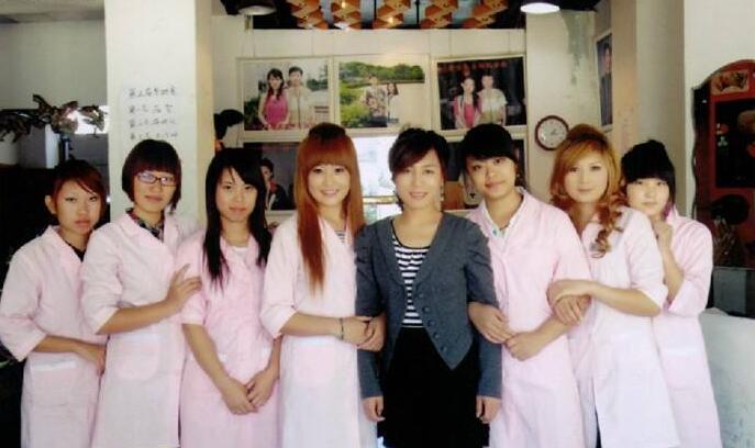 妮薇雅中医美容美发化妆培训学校是持有《中华人民共和国社会力量