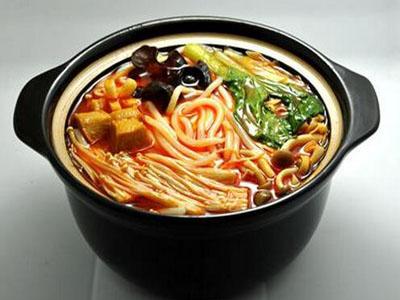 青和小锅米线加盟实例图片