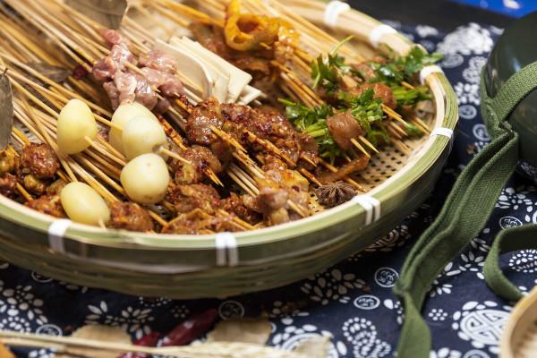 譚二師路邊麻辣燙菜品豐富加盟