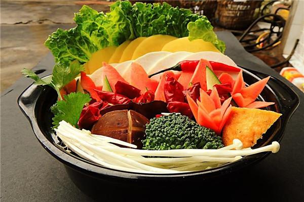 陈老五麻辣烫选用新鲜食材为原料