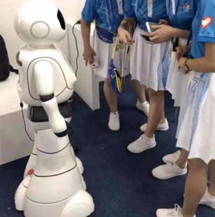 小船智能机器人加盟图片
