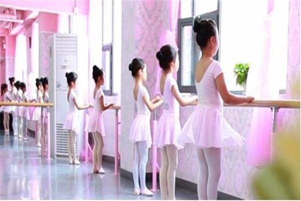 少儿艺术——芭蕾培训