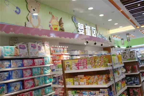 可爱可亲母婴生活馆,陈列有多种商品出售