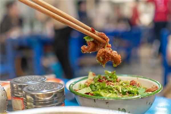 谭鸭血老火锅提供多种配菜供应