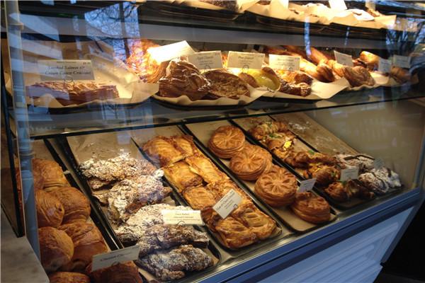 面包店面包橱柜展示