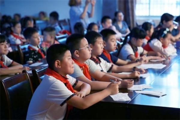 輕輕教育加盟