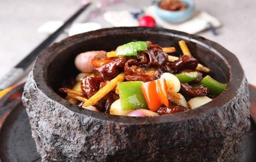 十三太保特色養石鍋菜