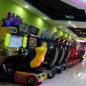 动漫电玩店