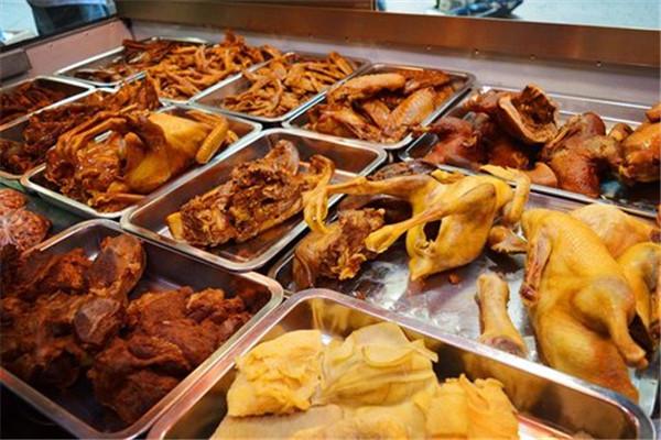 九多肉多熟食品类众多