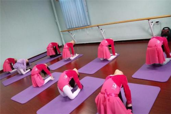 舞之韻藝術培訓學校加盟