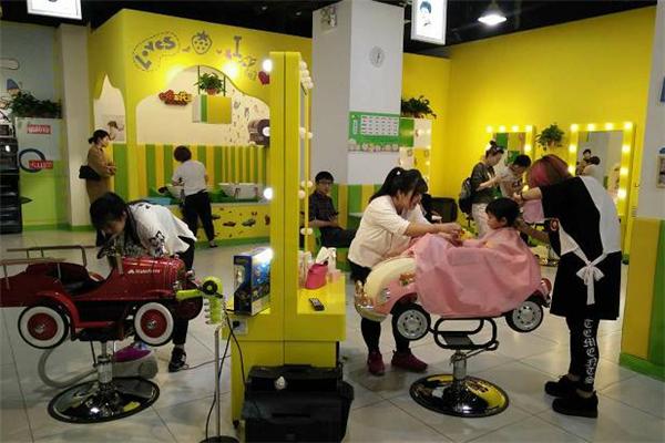 爆米花儿童理发店加盟
