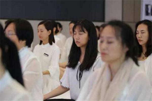 形体礼仪女子学堂加盟