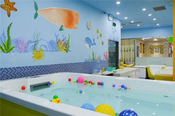 婴儿游泳馆在多地随处可见