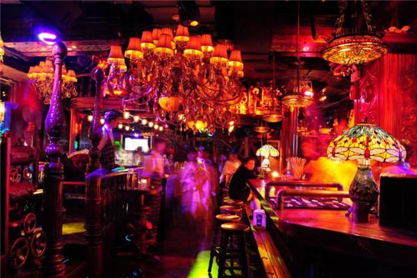 海伦斯酒吧营业时间长